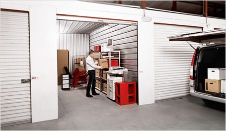 store your personal belongings in large self storage units